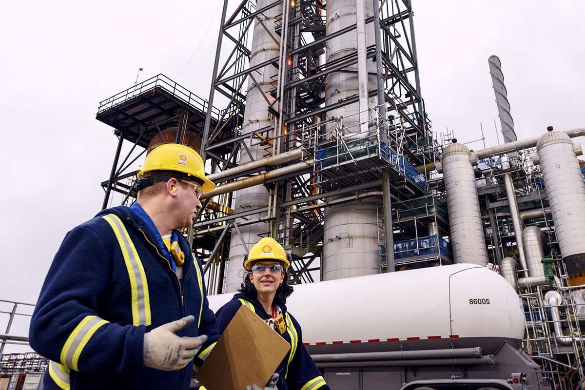 Employees in front of energy infrastructure